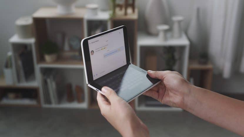 Surface Duo в руках